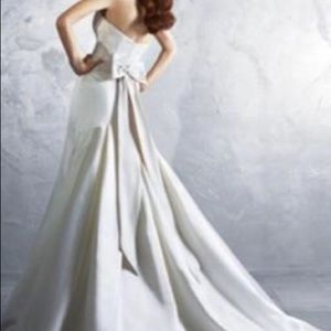 Alfred Angelo style 2185 bridal gown size 6 NWT